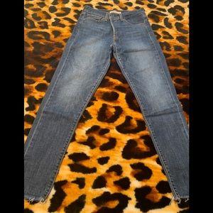 LEVI jeans // Size 28